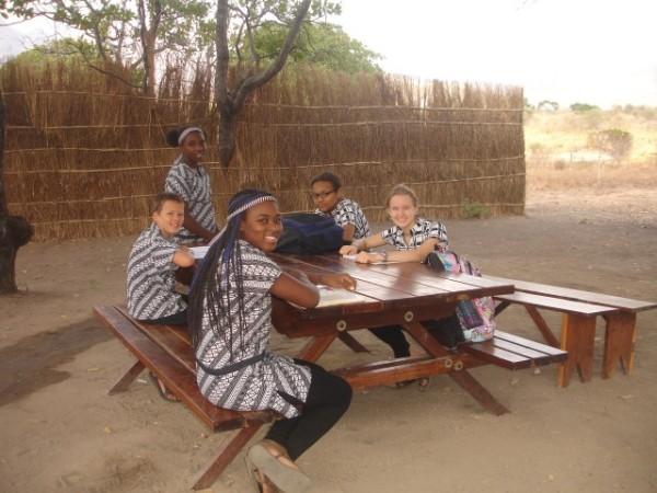 4-aan-de-picnictafel.jpg